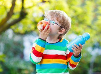 jak zachęcić dziecko do jedzenia owoców