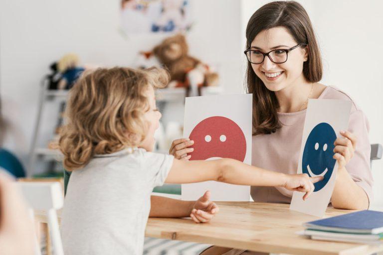 Jak wspierać rozwój inteligencji emocjonalnej u dziecka? Wyrażanie emocji przez dziecko