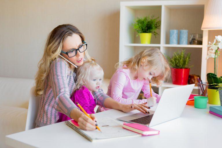 czym zająć dziecko na home office