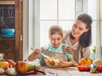 mama gotuje z dzieckiem, gotowanie z dzieckiem, abc gotowanie z dzieckiem, mama z dzieckiem w kuchni
