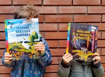 dzieci z książeczkami pomóż mi przetrwać